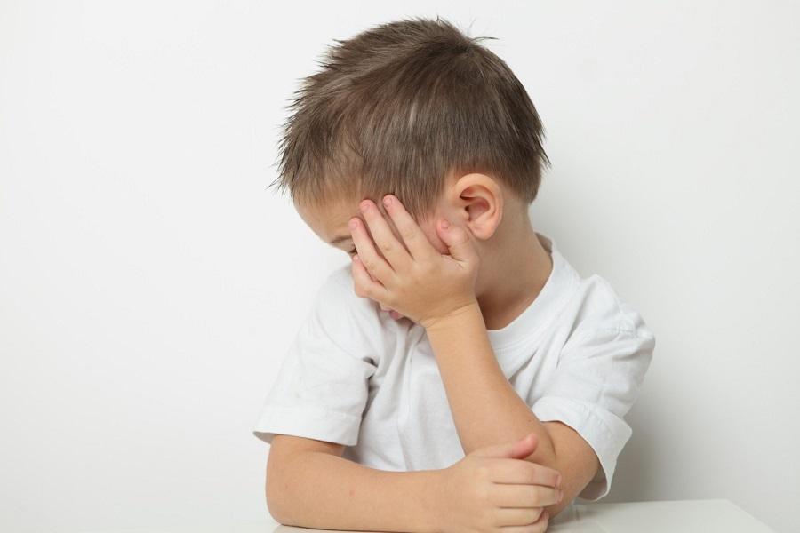 аутизм у детей признаки, причины, как помочь