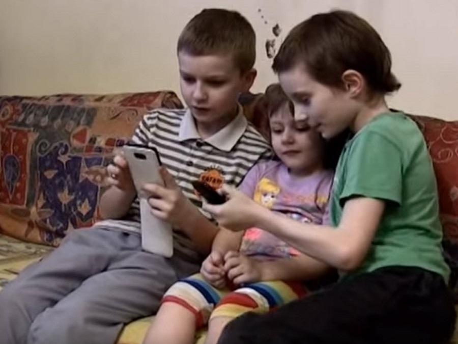 телефоны как причина почему дети плохо говорят