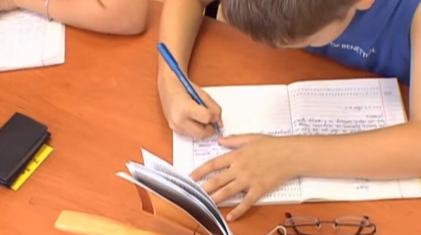 Как научить ребенка писать красиво и аккуратно Правильная поза ученика