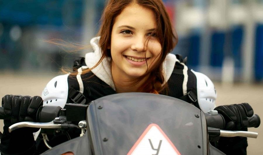 что подарить девушке на день рождения уроки вождения мотоцикла
